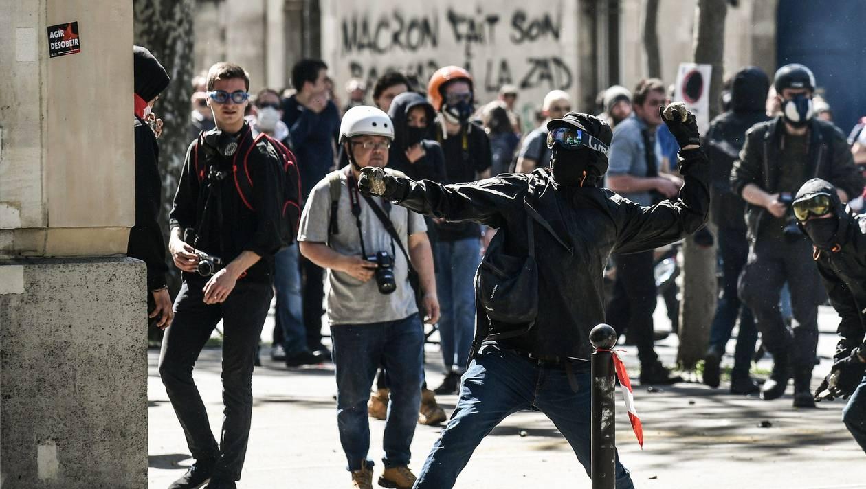 France, affrontements et gaz lacrymogène au centre de Paris